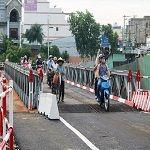 """Cầu thép xây """"thần tốc"""" 14 ngày ở Sài Gòn"""